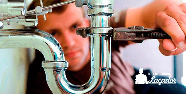 A Laçador oferece serviço de encanador 24 horas em Porto Alegre