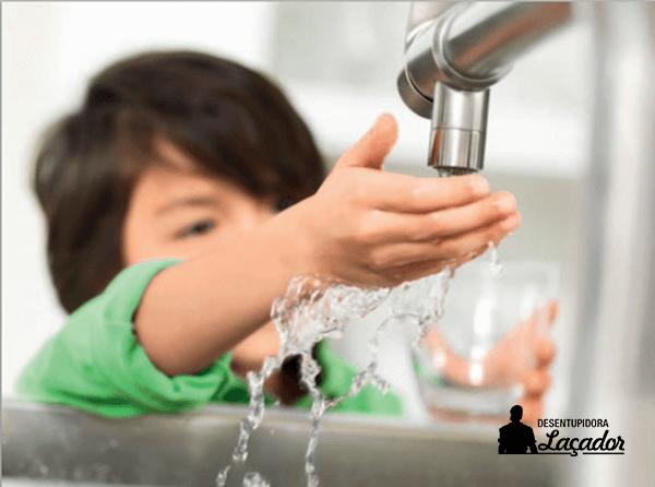 Empresa de limpeza de caixa d'água deve fornecer laudo