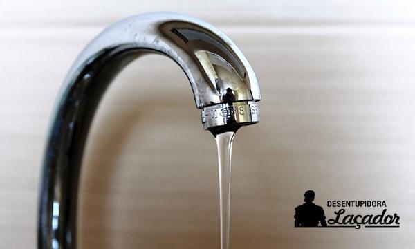 Desentupidora de tubulação resolve problemas na rede de água
