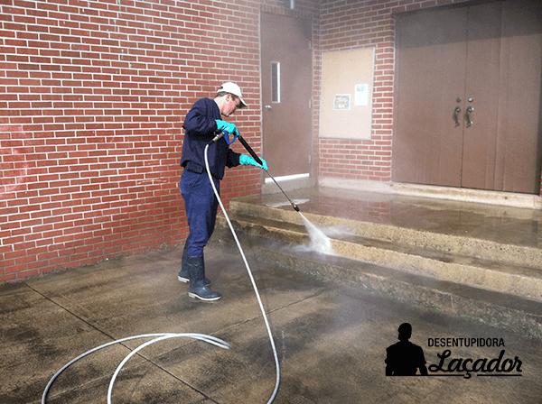 Limpeza de fachada valoriza seu empreendimento