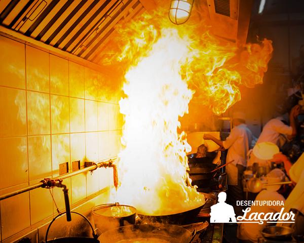 Limpeza de coifas evita incêndios e a contaminação de alimentos