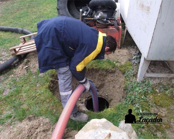 Desentupidora 24h oferece serviço de limpeza de fossa